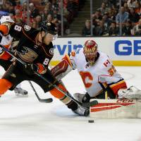 Ducks move into first place with rout of Flames