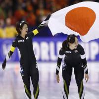 Japanese skaters claim overall women's team pursuit title