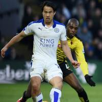 Leicester adds to lead as rivals draw