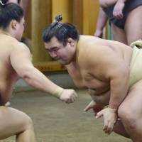 Kotoshogiku (right) won the New Year Grand Sumo Tournament, posting double-digit wins for only the eighth time in 26 tournaments. | KYODO