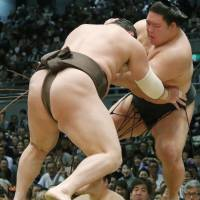 Hakuho (right) triumphs over Goeido at the Spring Grand Sumo Tournament on Thursday in Osaka. | KYODO