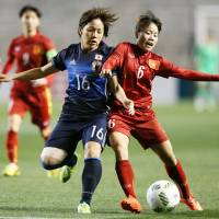 Forward Mana Iwabuchi (center) and her Nadeshiko Japan teammates face North Korea in their final Olympic qualifier on Wednesday.  Japan failed to qualify for the 2016 Rio de Janeiro Olympics. | AFP-JIJI