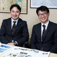 From left, Shingo Chisaka, an executive officer in charge of structure design at Starts CAM, and Tsutomu Nakanishi, who also oversees structure design at Starts CAM スターツCAM建設統括本部設計部の千坂真吾取締役とスターツCAM設計統括の中西力氏 | NATSUKO HIROKANE
