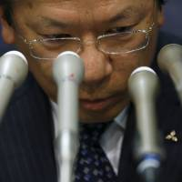 Mitsubishi Motors Corp. President Tetsuro Aikawa faces the media at a news conference Wednesday at the transport ministry over the automaker's misconduct related to fuel-efficiency tests.   REUTERS