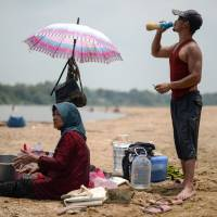 Heat wave shuts more than 250 Malaysian schools