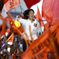 Fujimori manages to stay in lead ahead of Peru election