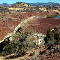 Officials declare Klamath basin water wars over, agree to raze dams so salmon can flow