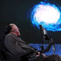 Internet investor, Stephen Hawking aim to send tiny spacecraft to nearest star, possibly find life