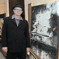 Daniel Kelly poses with one of the pieces from his exhibition at the Conrad Hotel in Tokyo. | YOSHIAKI MIURA