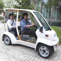 Toyota Motor Corp.'s Super-Compact Electric Vehicle COMS can be used by residents of Asuke in Toyota, Aichi Prefecture, to get around the district.   CHUNICHI SHIMBUN