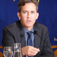 U.N. Special Rapporteur David Kaye speaks at a news conference at the Foreign Correspondents' Club of Japan in Tokyo on Tuesday. | SHUSUKE MURAI