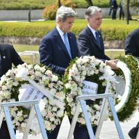 Kerry becomes first U.S. secretary of state to visit Hiroshima memorial