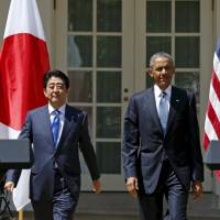 President Barack Obama and Prime Minister Shinzo Abe arrive for a joint news conference at the White House on April 28, 2015. The Nikkei reports that Obama plans to visit Hiroshima next month. | REUTERS