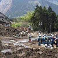A week after initial quake, rescuers still searching; volunteers help to clean up homes