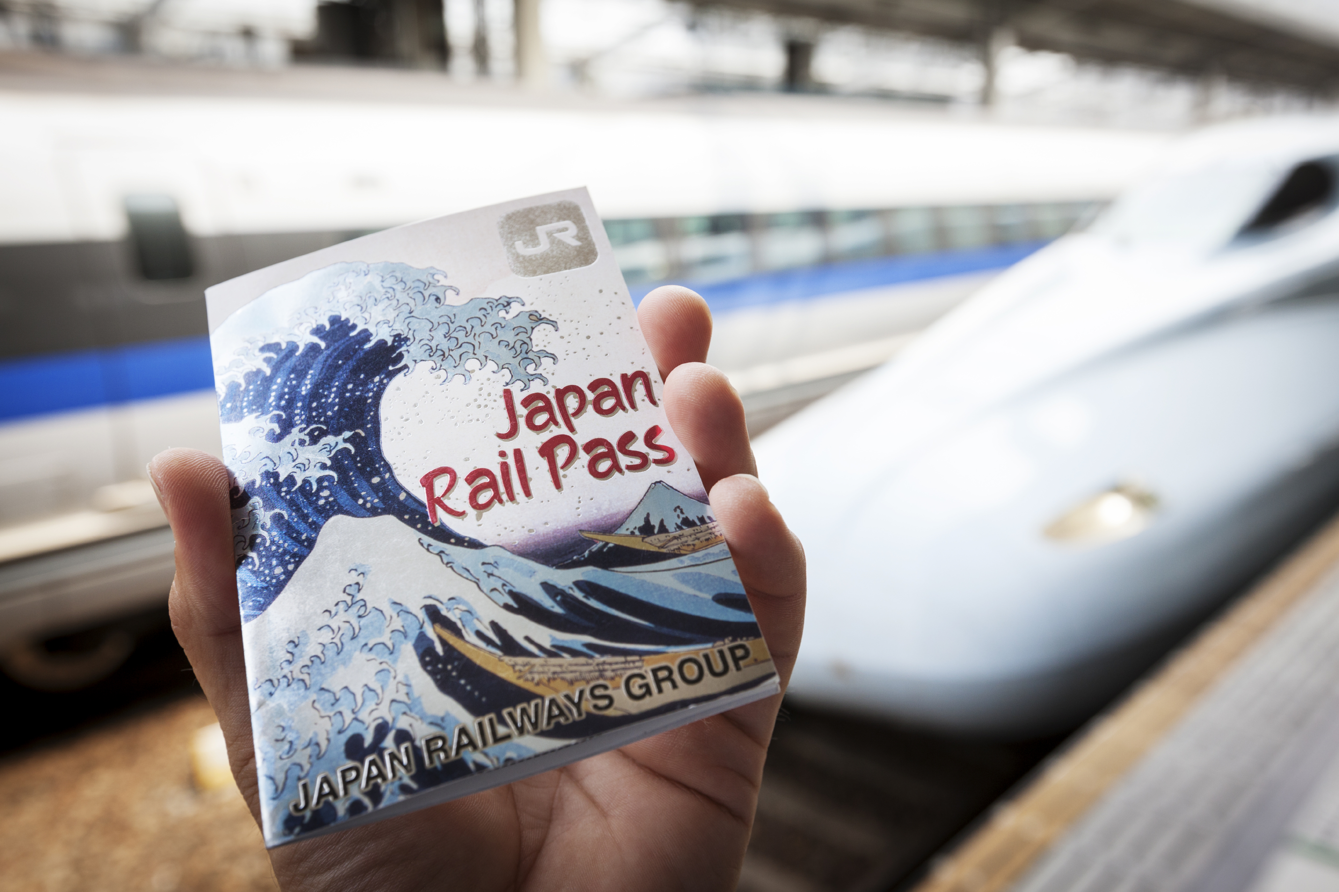 Japan Railways Group is considering selling Japan Rail Pass, which allows foreign visitors to ride JR trains at a discount, at certain stores across Japan. | ISTOCK