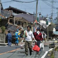 Quake-hit areas in Kumamoto give green light to volunteers