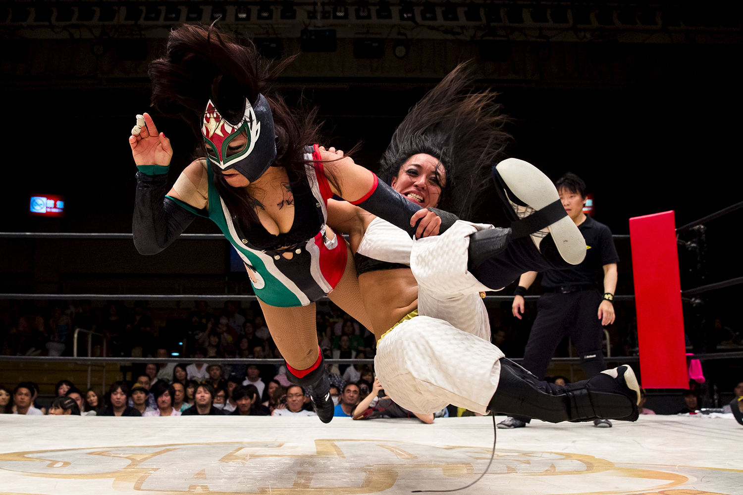 Wrestlers Kris Wolf and Starfire fight during their Stardom professional wrestling show at Korakuen Hall in Tokyo in July 2015. | REUTERS