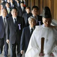 Cabinet minister, Diet members visit war-linked Yasukuni Shrine