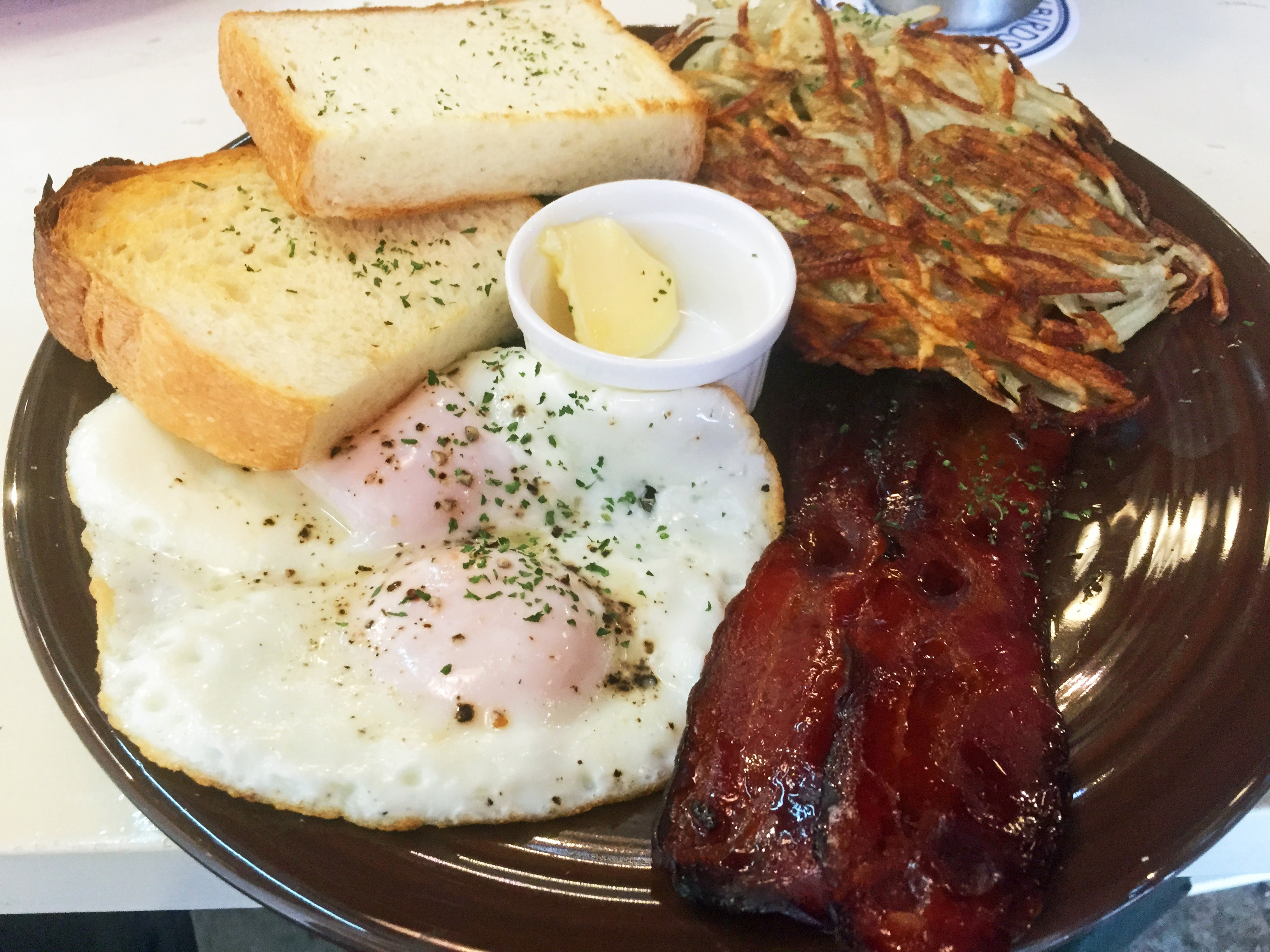 Nagoya's best brunch?: Early Bird's breakfast plate comes with eggs, toast, bacon and a hash brown. | ADAM MILLER