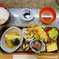 Ukon: Traditional kaiseki cuisine served in a bento box