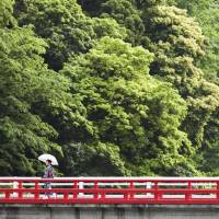 Hakone in hot water: Romance, gimlets and raunchy 'onsen'
