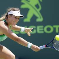 Azarenka beats Kuznetsova to win Miami Open