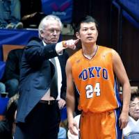 Tokyo Apache head coach Bob Hill transformed the now-defunct franchise, including guard Jumpei Nakama (pictured) into a vastly improved team in the weeks before the March 11, 2011, disasters. | YOSHIAKI MIURA