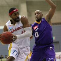 The 89ers' Wendell White was named the bj-league's 2015-16 regular-season MVP on Wednesday. White, who also won in 2009-10, is the second player to win the award twice. | KAZ NAGATSUKA