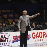 Tokyo Apache coach Bob Hill commanded respect from his players during the 2010-11 season. | KAZ NAGATSUKA