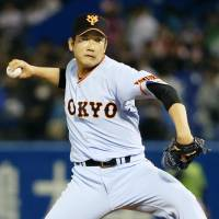 Sugano hurls second straight shutout to lead Giants past Swallows