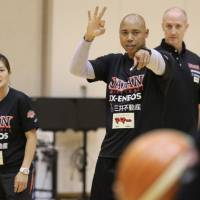 Corey Gaines instructs Japan's women's basketball team while assistant coach Tom Hovasse looks on. | KAZ NAGATSUKA