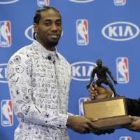 Spurs' Leonard repeats as defensive player of year