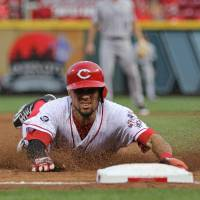 Five steals in second propel Reds to win