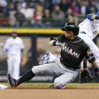 Ichiro swipes 500th base in majors