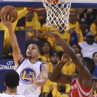 Curry leads Warriors past Rockets in playoff opener