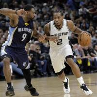 Spurs maintain stranglehold over Grizzlies