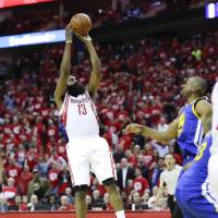 Harden sinks late jumper to lift Rockets in Game 3