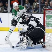 Benn brothers lead Stars past Kings