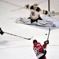 Kane leads Blackhawks past Bruins