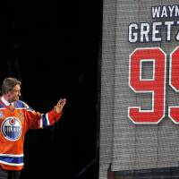 Gretzky, Oilers bid farewell to arena