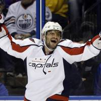 Ovechkin reaches 50-goal mark in Capitals victory