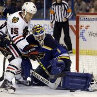 Shaw strikes late to lift Chicago