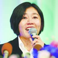 Mizuki Noguchi speaks during  a news conference to announce her retirement on Friday in Kobe. | KYODO