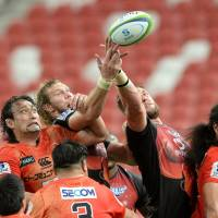 The Sunwolves (in orange) take on the Southern Kings in South Africa on Saturday having lost their opening four Super Rugby fixtures. | AFP-JIJI