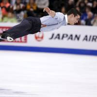 Fernandez rallies past Hanyu for world title
