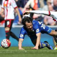 Leicester closes in on Premier League title