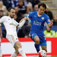 Leicester moves closer to EPL title