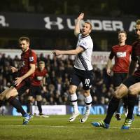 Spurs stumble hands Leicester keys to title