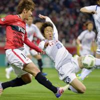 Yosuke Kashiwagi (left) and his Urawa Reds teammates are aiming to take the scalp of Asian champions Guangzhou Evergrande when they meet in the Asian Champions League on Tuesday. | KYODO