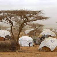 Kenya to close world's biggest refugee camp